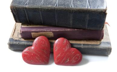 couple de coeurs et livres rétro