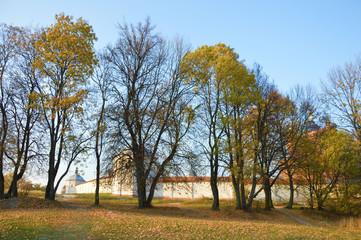 Осень у монастыря