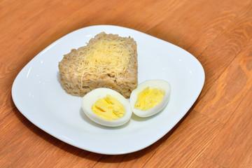 Овсяная каша с яйцом и сыром