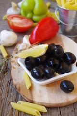 Маслины и овощи