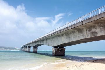 屋我地島から古宇利大橋と古宇利島