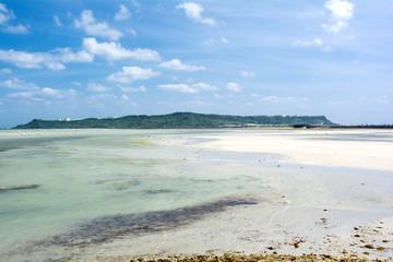 平安座島と浅瀬