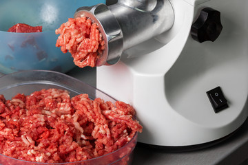 Home meat grinder scrolls minced
