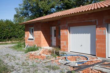 maison en construction presque terminée