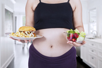 Pregnant woman and food choice