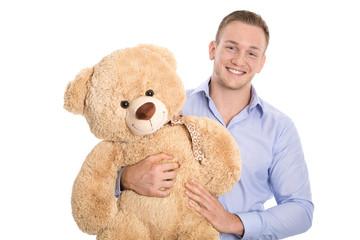 Mann freigestellt hält einen Teddybär: Konzept Eltern werden