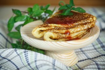 thin sweet pancakes with jam