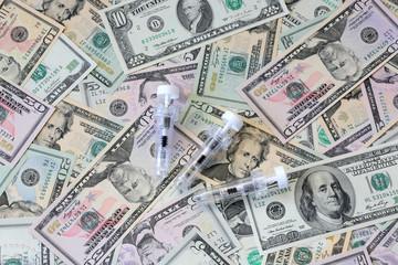 US Dollars und Spritzen