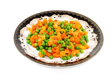 Frische Grüne Erbsen mit geschnittenen Karotten