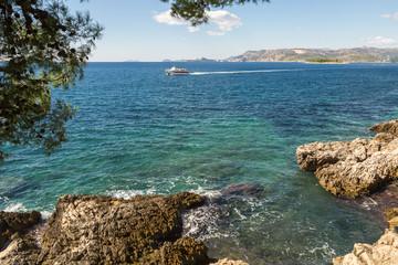 Côte et mer turquoise
