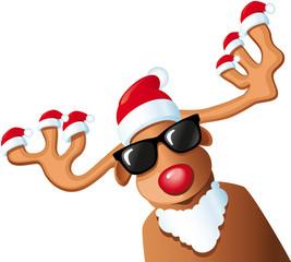 Rentier mit vielen Weihnachtsmützen auf Geweih