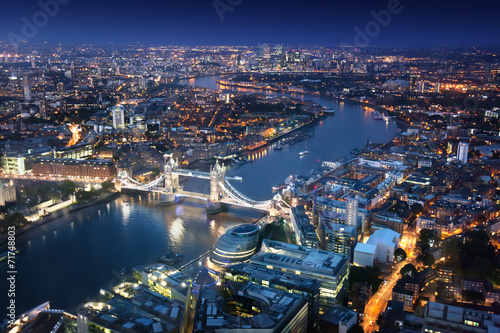 Fotobehang Londen London at night with urban architectures and Tower Bridge