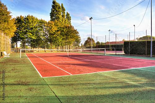 Terrain de tennis stock photo and royalty free images on for Dimension d un terrain de tennis