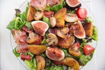 Herbstlicher Salat mit Feigen