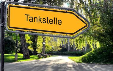 Strassenschild 25 - Tankstelle