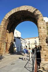 Arco de Trajano, peregrinos, Mérida, Badajoz, España