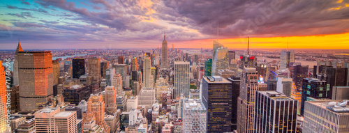 Paesaggio di città di new york con grattaciel poster