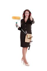 Junge Geschäfts Frau mit Werkzeug hält motiviert Daumen hoch