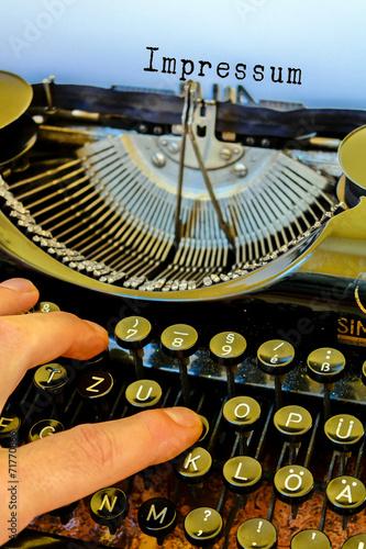 Leinwanddruck Bild Alte Schreibmaschine, Impressum Wort