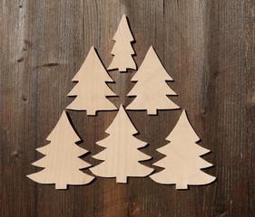 Weihnachtsbäume auf Holz