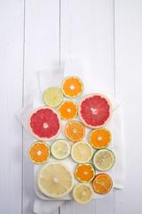 The colors of citrus fruits