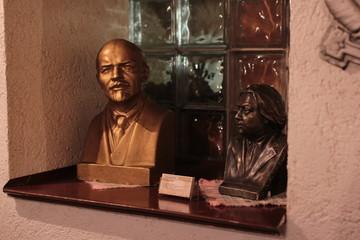 Статуэтки, Ленин и Крупская