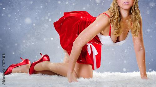 canvas print picture weihnachtsfrau auf dem Fell im Schnee