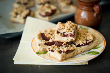 Biscuits stuffed with plums