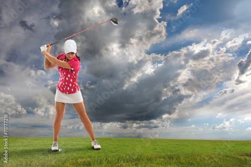 Fototapeta Young Woman Playing Golf
