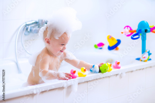 Funny baby in bath - 71778229