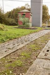 Kolonnenweg an einem Bunker mit Wachturm - DDR-Grenze