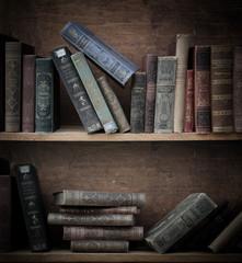 antikes Bücherregal.