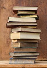 Stapel mit alten Büchern.