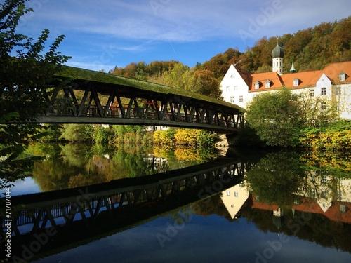 canvas print picture Goldener Herbst lässt Wolfratshausen glänzen
