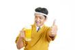 canvas print picture - ビールを運ぶ笑顔のウェイター