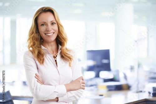Business woman portrait - 71807873