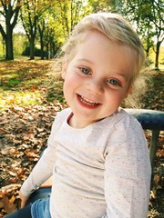 4 Jahre altes Mädchen Lacht