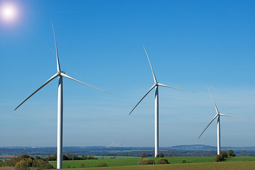 parc éoliennes sur paysage agricole