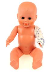 La poupée au bras cassé