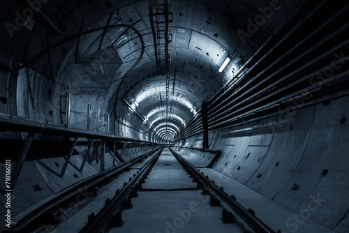 Underground tunnel for the subway - 71816620