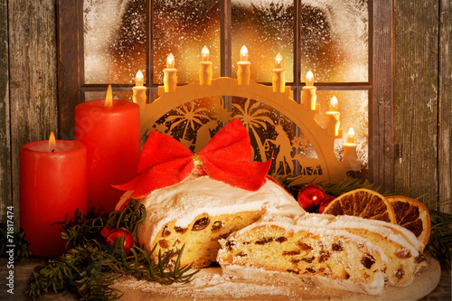 Weihnachtsstollen, Dresdner Stollen mit Schwibbogen - 71817474