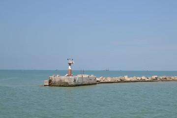 Маяк на море