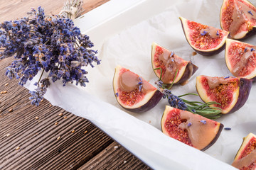baked figs with caramel