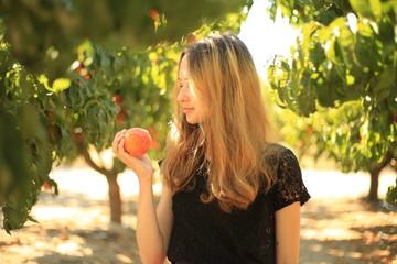 girl-peaches