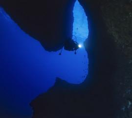 Italy, Sardinia, Capo Caccia, a diver entering the Nereo cave