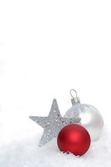 Christbaumkugeln mit silbernen Stern
