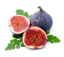 Ripe figs with leaves