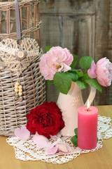 Herzensgrüße mit duftenden gefüllten Rosen
