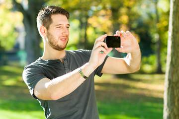 Mann macht Foto