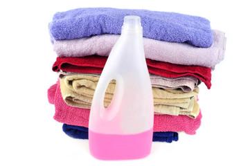 Serviettes de bain et bidon d'assouplissant